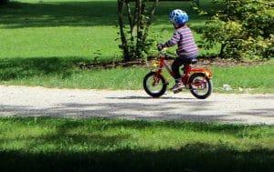 Kind auf einem Fahrrad