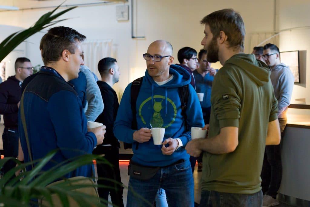 Gemeinsam für Softwarequalität und den guten Zweck - Never Code Alone Community