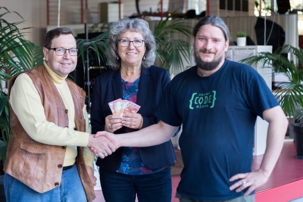 450,- Euro Spende an die Lebenshilfe mit Roland Golla