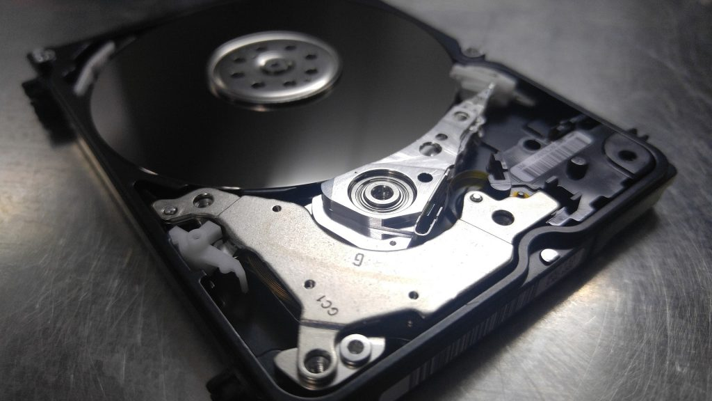 Bild einer Festplatte ohne Abdeckung